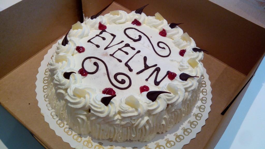 Evelyn kreeg deze heerlijke typisch Deense slagroomtaart voor haar verjaardag de 20e :)