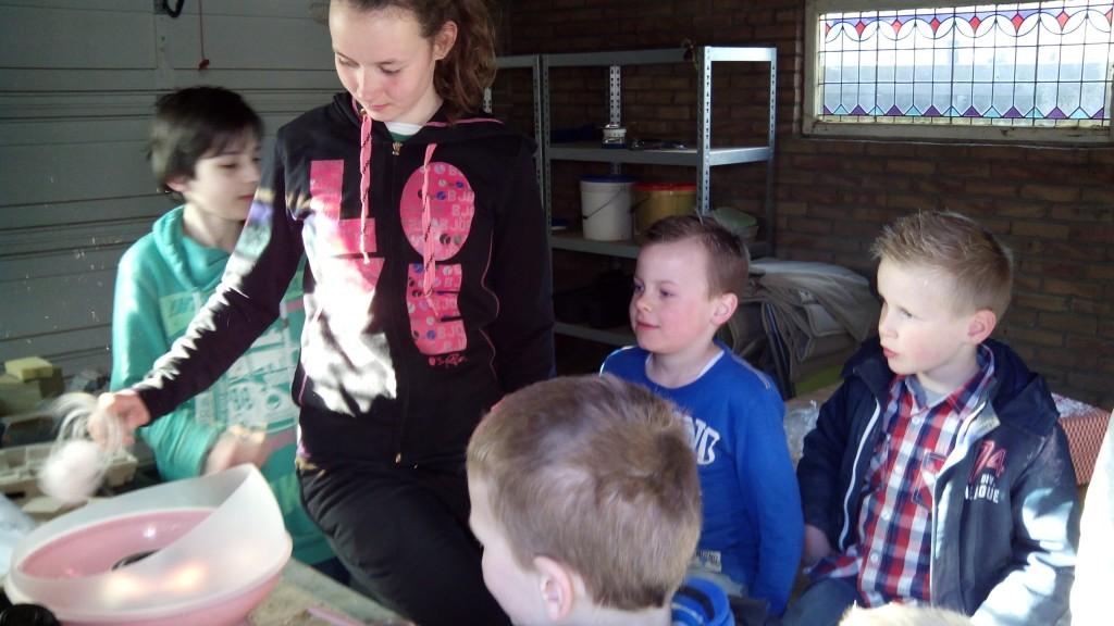 Afscheidsfeestje - Mirthe maakt suikerspinnen